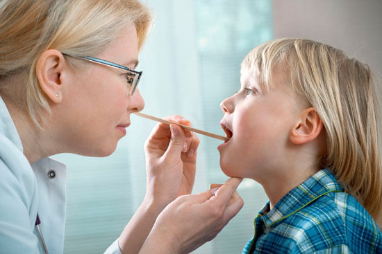 Как проявляется герпесная ангина у ребенка?