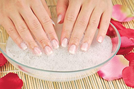 Делайте ванночки для ногтей.