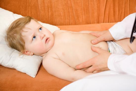 Что делать, если у ребенка болит живот спазмами?