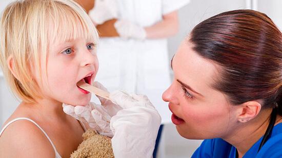 Особенности симптомов вирусной ангины у детей и ее лечение