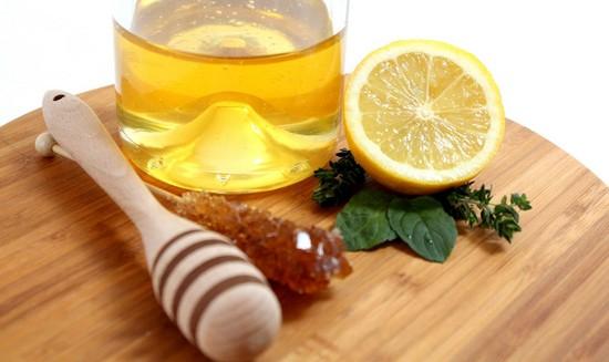Осветляющая маска с медом и лимоном для всех типов кожи лица
