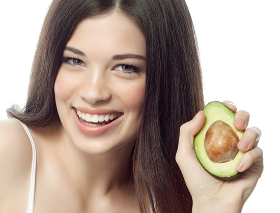 лечении в домашних условиях сечения волос послужит авокадо