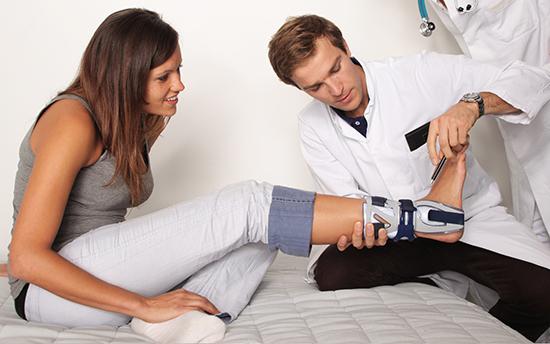 Лечение симптомов ревматизма стопы  beim arzt