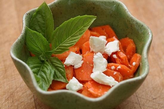 Чем полезна сырая морковь?