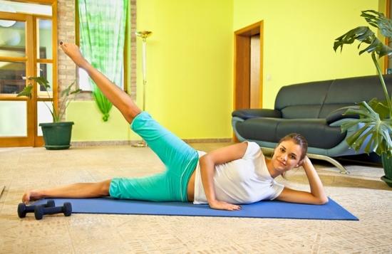 Домашняя жиросжигающая круговая тренировка для девушек