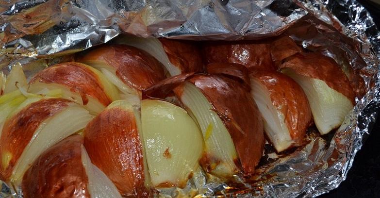 Печеный лук полезен при заболеваниях дыхательных путей