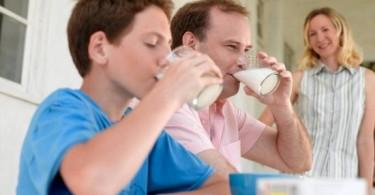 Сколько калорий в молоке разной жирности на 100 грамм?