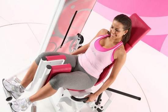 Как накачать ноги на занятиях в тренажерном зале девушке?
