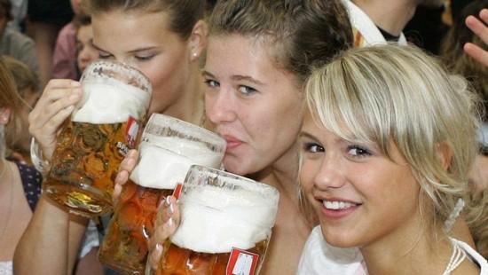 В чем вред регулярного употребления пива для женщин?