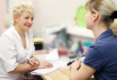 Спазмы живота у женщин: причины и возможные заболевания