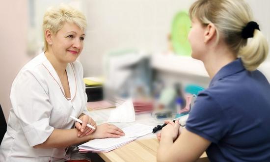 Причины спазмов в животе у женщин