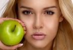 Как делать маски для лица с яблоком?