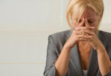 Депрессия при климаксе: симптомы, причины и лечение