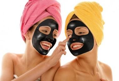 Угольная маска для лица вытягивающая
