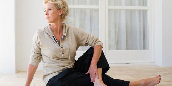 Чем полезна йога при климаксе