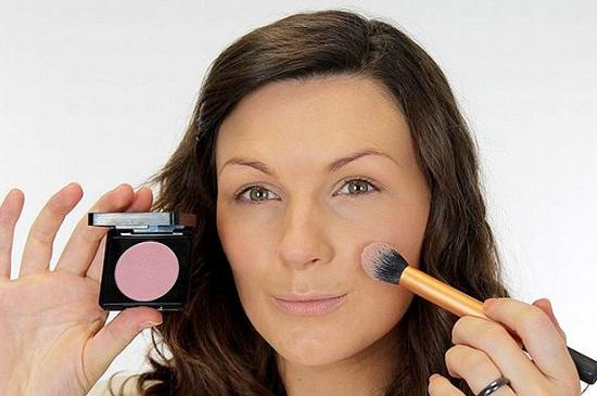 Как правильно наносить макияж на овальное лицо