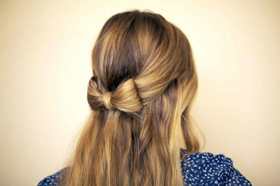 Как на распущенных волосах сделать бант?