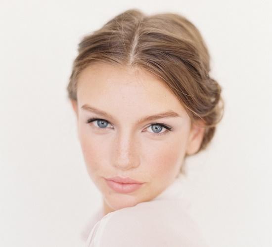 Как наносить макияж на худое лицо?