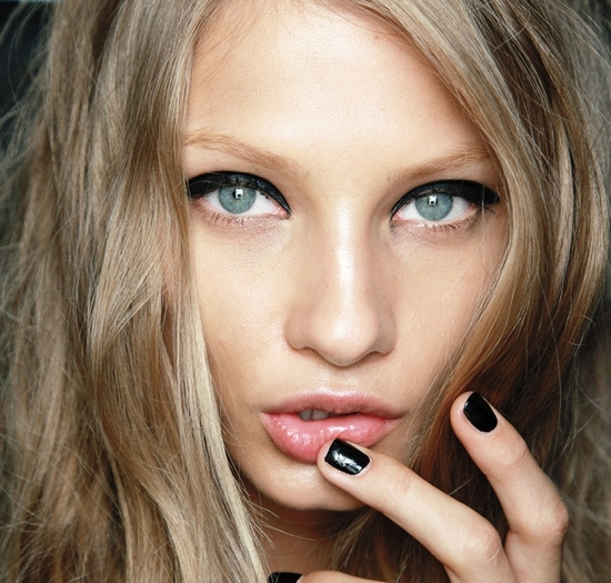 Как подчеркнуть макияжем серые глаза?