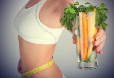 Weight-loss-woman-with-carrots