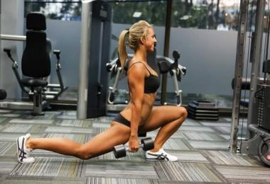 Тренировка в зале для девушек