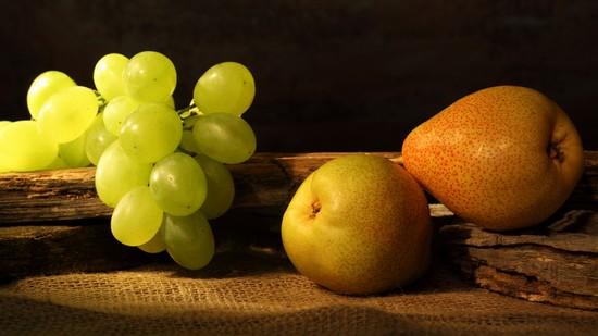 Виноград придаст грушевому компоту оригинальный вкус