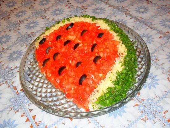 Салат новогодний «Арбузная долька»