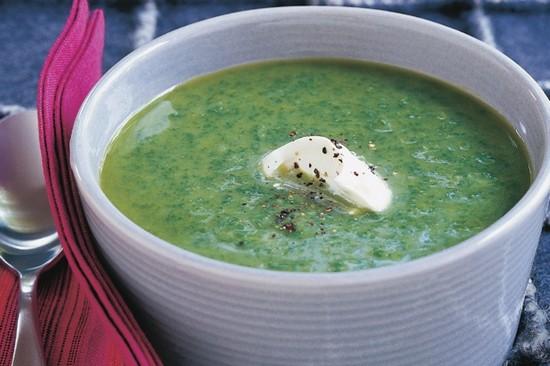 Суп из шпината со сливками получается очень нежным