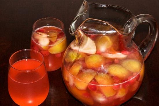 Яблочно-клубничный компот: простой рецепт
