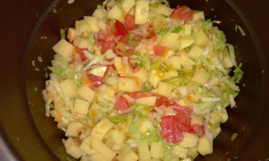 Добавляем картофель, свежие томаты