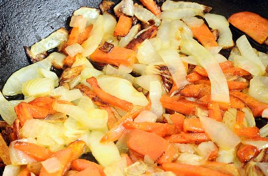 выложим пассерованные овощи к остальным