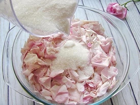 Добавляем весь сахарный песок