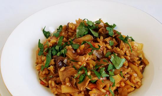 тушеная капуста с мясом и рисом
