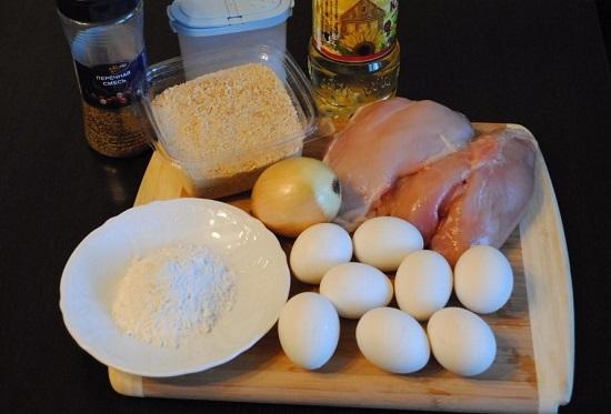 Куриные яйца отвариваем всмятку