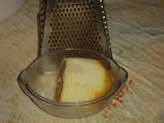 Лимонную цедру измельчаем на терке