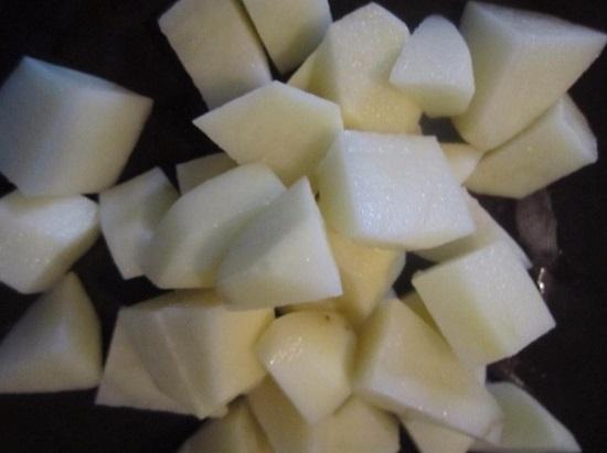 Картофель очистим, нашинкуем