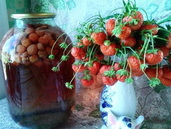 консервированный клубничный компот