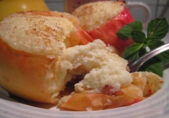 Яблоки с творогом, запеченные в духовке