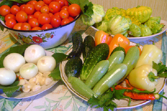 Овощи, кроме помидоров и чесночка, хорошенько промываем