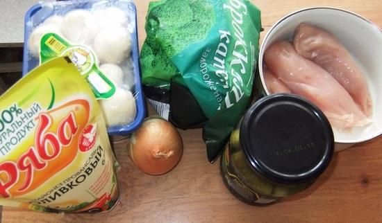 салат с брокколи и курицей, и грибами