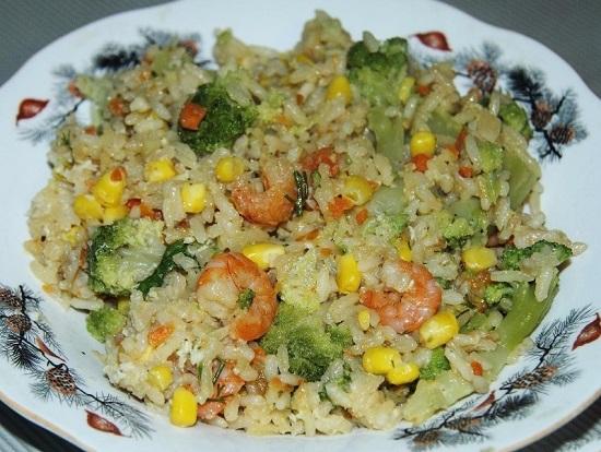 рис с креветками и яйцом