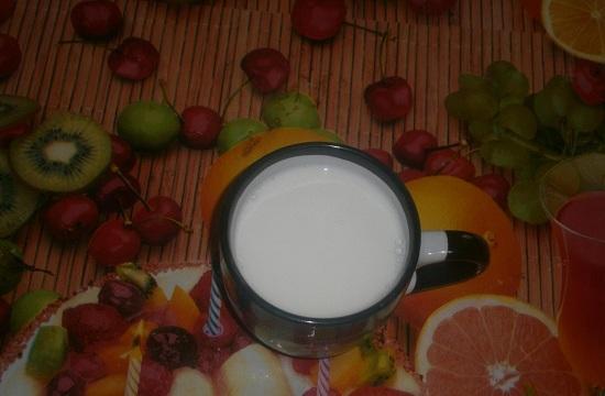 Добавляем молоко комнатной температуры