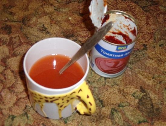 Разбавляем томатную пасту отфильтрованной водой