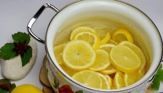 Выложим лимонные дольки в сироп