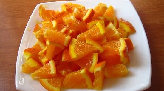 Теперь каждую апельсиновую дольку порежем