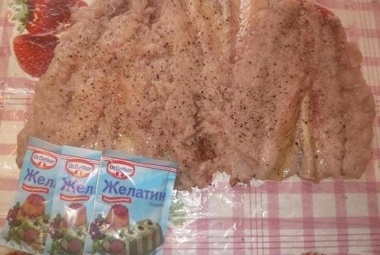 По вкусу приправляем его солью, смесью перцев