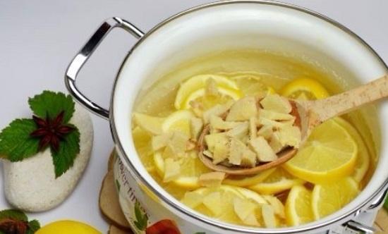 Выложим имбирь в сироп к лимонам