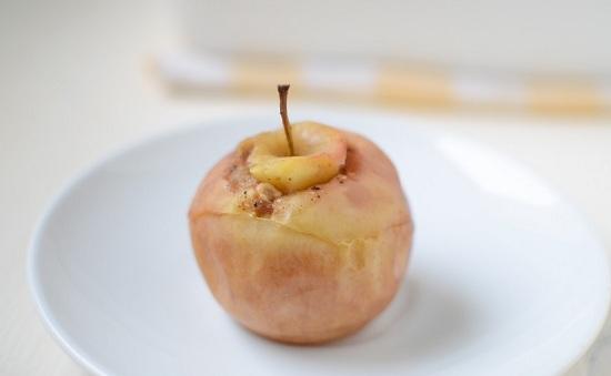 Как запечь яблоки в духовке целиком без начинки