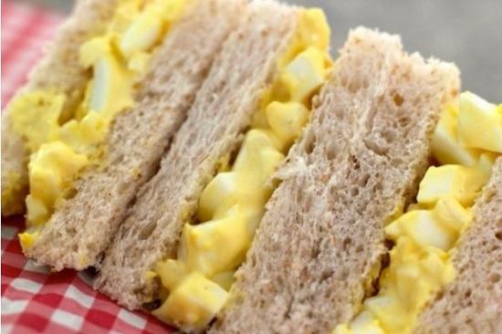сытные бутерброды с яичной намазкой