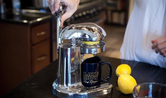 Отожмем сок из лимонов